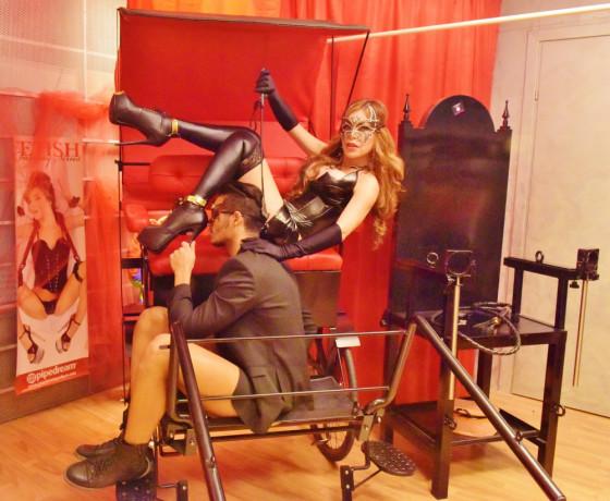 trans-massaggiatrice-esegue-massaggi-rilassanti-a-singoli-e-coppie-big-1