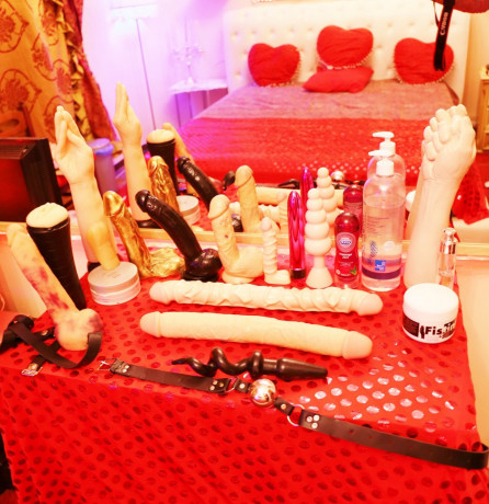 trans-vera-porcellina-esegue-massaggianche-dominatrice-big-2